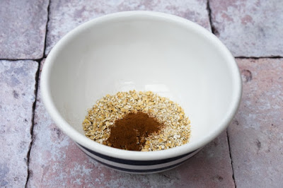 porridge oats and cinnamon in a bowl