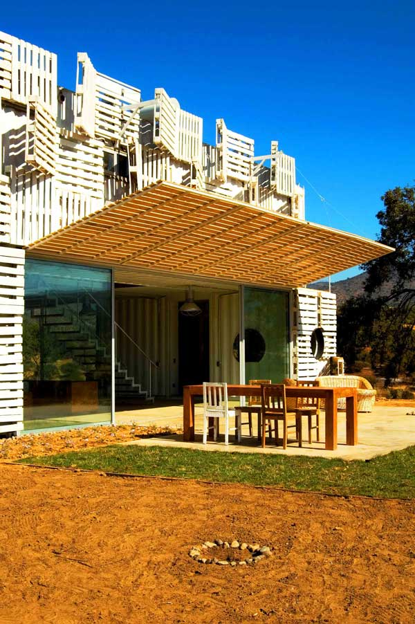 Shipping Container House with Dynamic Facade, Chile 23