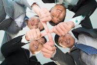 Trabajo en grupo, dedos unidos