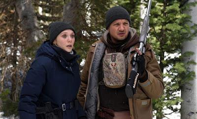 Jeremy Renner y elizabeth Olsen en Wind River