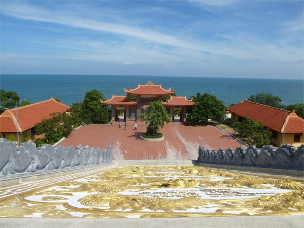 Ngôi Chùa phật giáo trông ra bờ Đông Phú Quốc