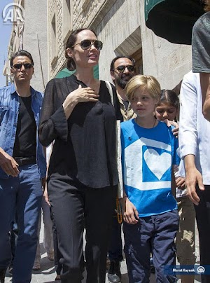 Angelina Jolie with her daughter Shiloh visited a refugee camp in Turkey