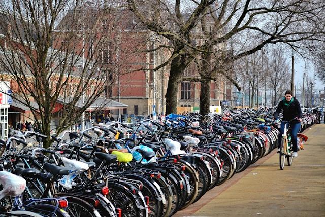 Andar de bicicleta em Amsterdã