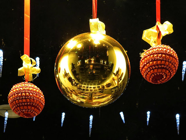 Self-portrait with baubles, shop window in via Ricasoli, Livorno