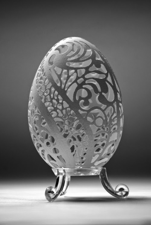 03-Piotr-Bockenheim-Carved-Goose-Eggs-Sculptures-www-designstack-co