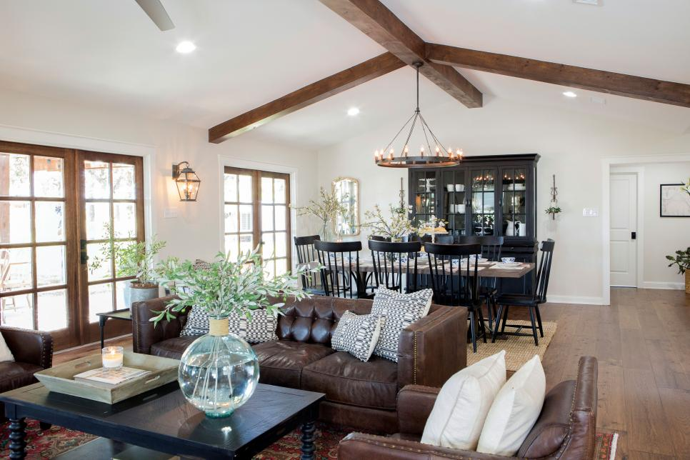 This Living Dining E Really Caught My Eye And I M Usually Not Drawn To Dark Leather Sofas Feels Warm Inviting Cool Still Bright