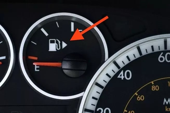35 Impressive Facts To Improve Your Knowledge - Most cars have an arrow on the fuel gauge which tells you what side of the car the gas tank is on.