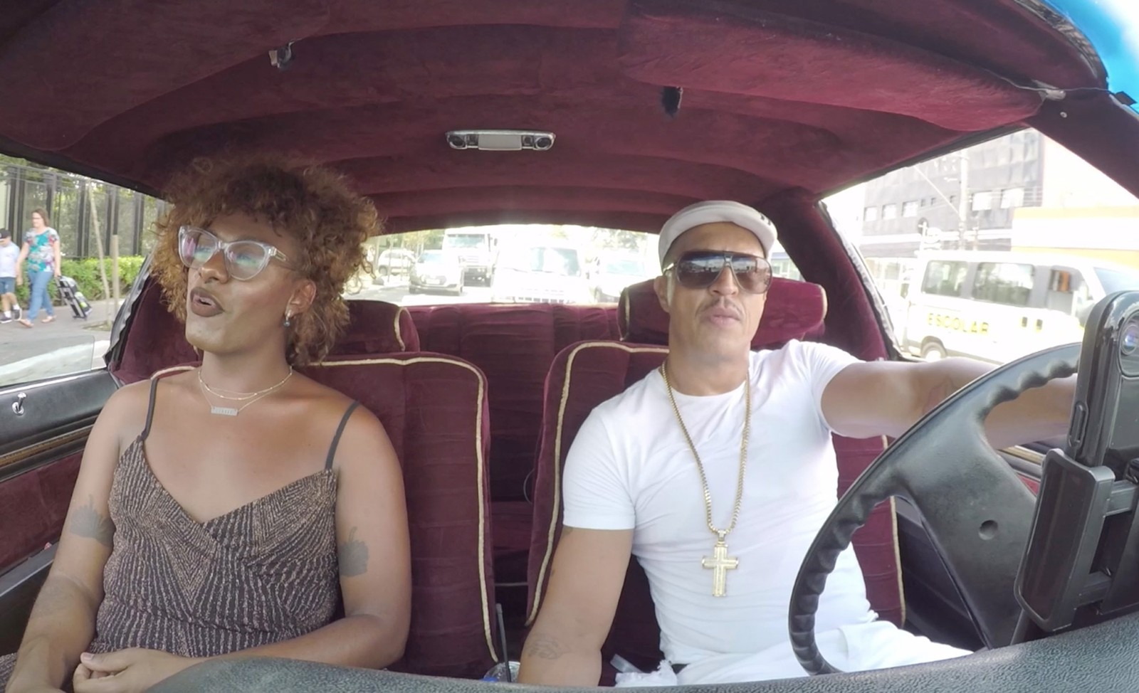 Em ação de marketing, Liniker pega carona com Mano Brown; Vídeo