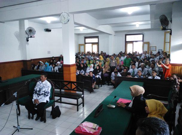 Cubit Siswa, Guru SMP di Sidoarjo Diadili, Simak Perjalanan Kasusnya.