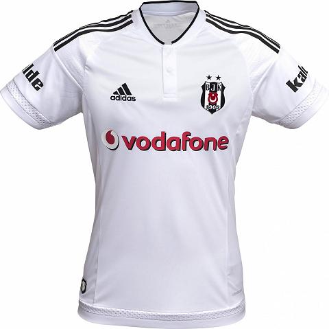 A camisa reserva é listrada verticalmente em preto e branco com as mangas  na cor negra. f9ea042aad1b9