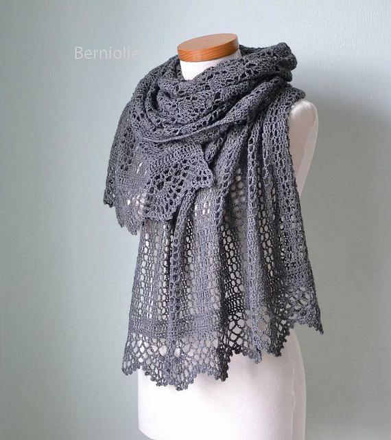 Izumi shawl crochet pattern by Bernadette Ambergen of Berniolie