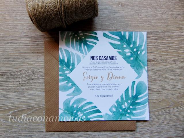 Invitación de boda con un diseño bonito y moderno de hojas tropicales pintadas en acuarela