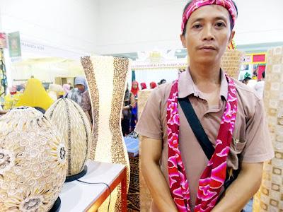 Para Pengrajin Kerang Simping Cirebon Ini Punya Prospek Ekspor Yang Cerah
