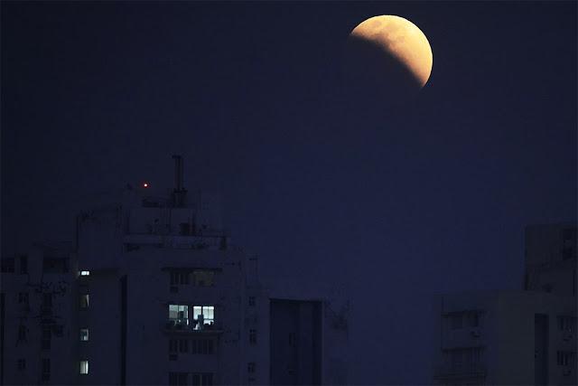 Eclipse Lunar Total de 31 de janeiro de 2018 - Kolkata, India, DIBYANGSHU SARKAR