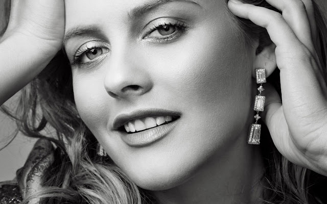 Alicia Silverstone Hot Hollywood Actress HD Wallpaper 002,Alicia Silverstone HD Wallpaper