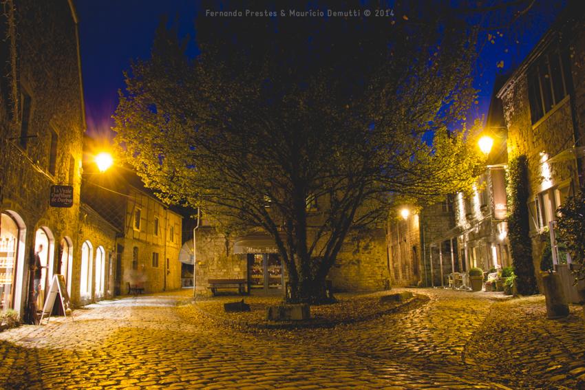 foto noturna praça de Durbuy