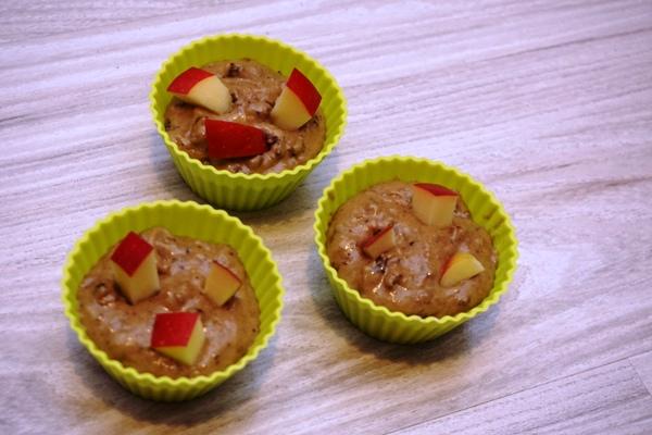 babeczki muffinki bananowe z suszonymi śliwkami i jabłkiem bez cukru z malaksera