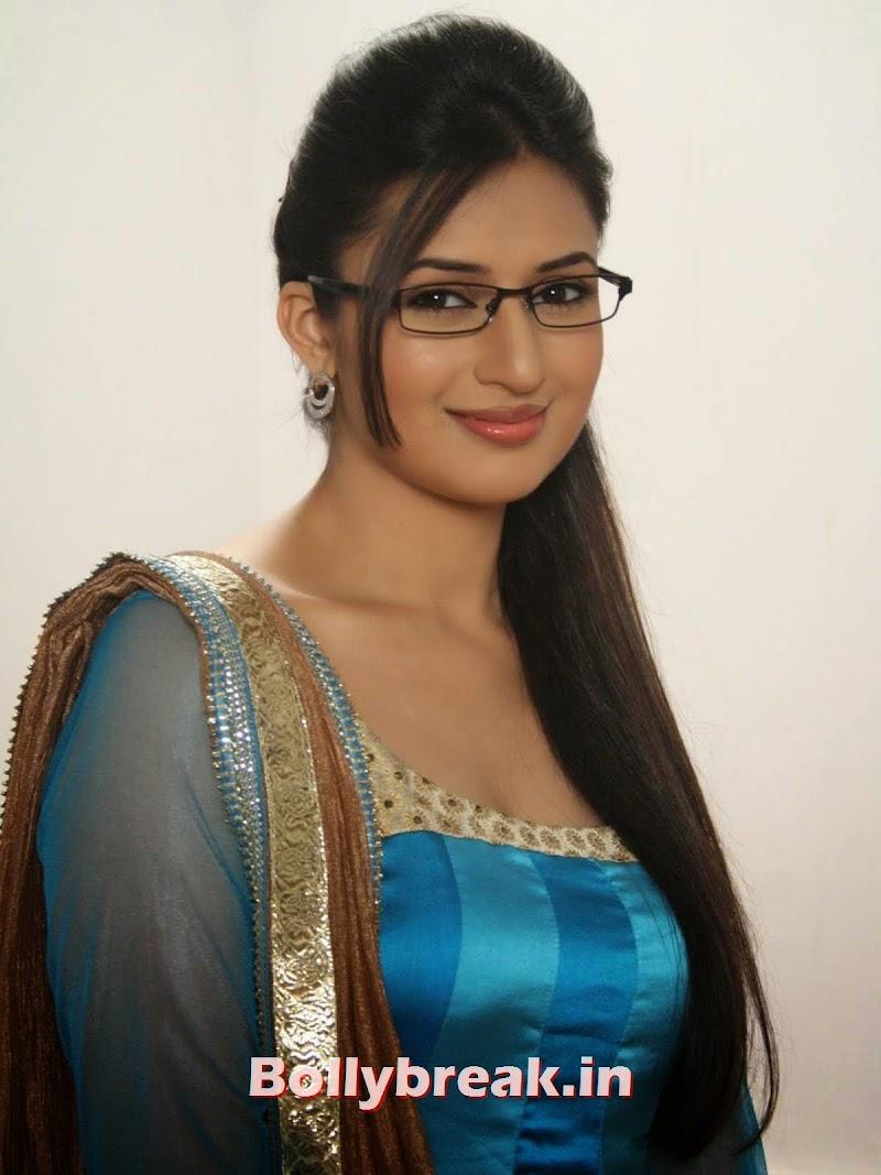 Long hair actress Divyanka Tripathi