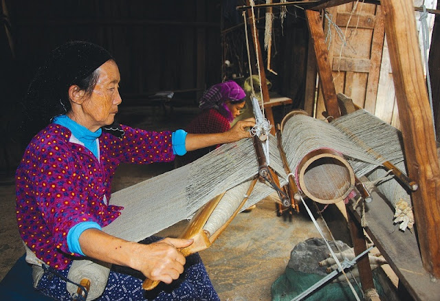 Weaving tradition of the H'mong people in Dong Van 2