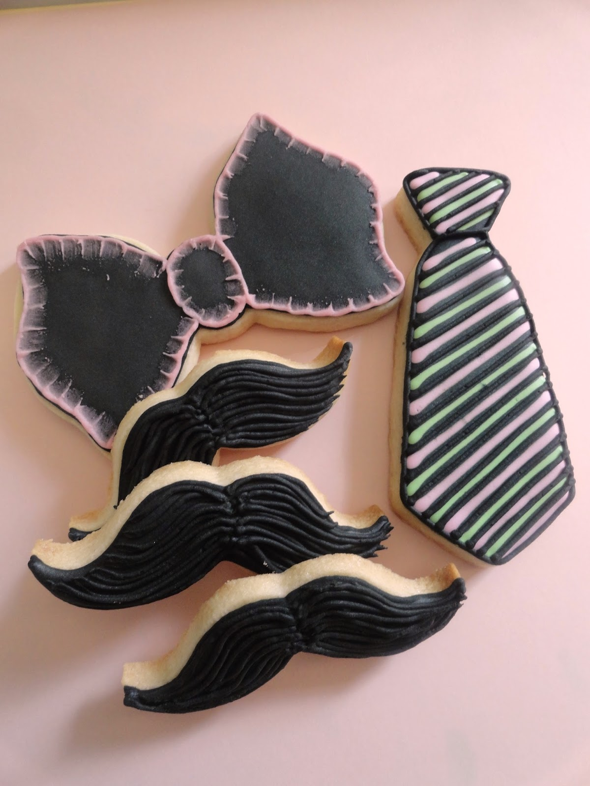 Pink Little Cake: Bow Tie, Mustache and Tie Cookies for