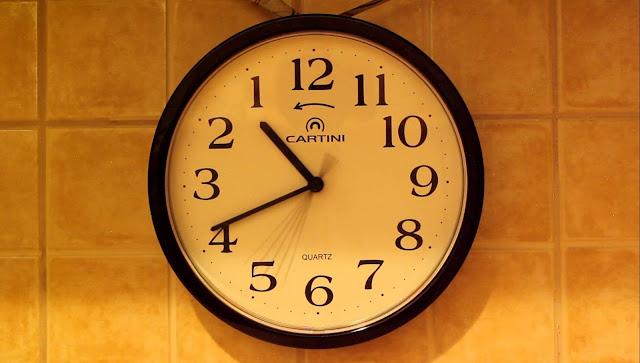 Rellotge que gira al l'inrevés