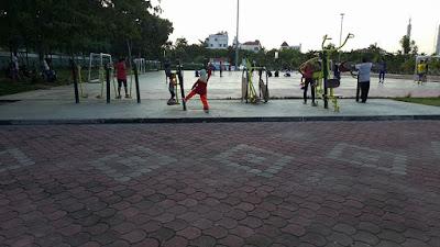 Olahraga di Dataran Engku Putri Batam Center
