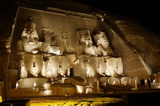 アブシンベル神殿、夜のライトアップ・ショー