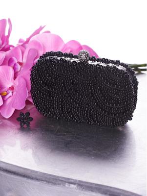 plicuri negre de seara, plicuri ocazie negre, geanta plic neagra cu aplicatii de margele, plic cu pietre strass, plic elegant cu strasuri, plic negru elegant, plicuri elegante, plicuri negre de ocazie