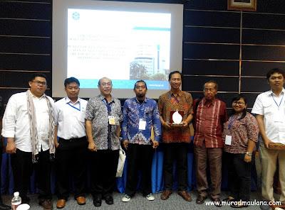 Foto bareng bersama pembimbing Prof.Sulis dan Reviewer, Prof.Engkos