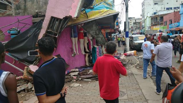 932bbd25a1def Sul baiano  Teto de loja desaba na Avenida Cinquentenário em Itabuna ...