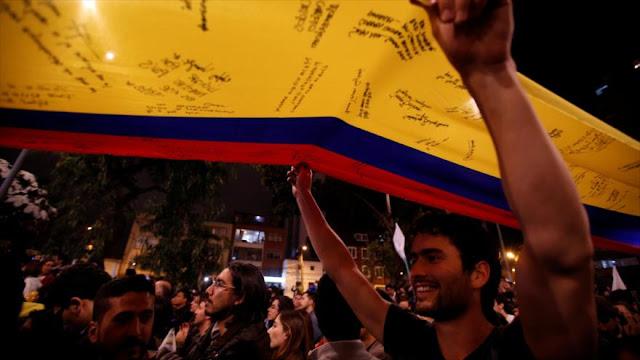 Colombianos festejan en las calles el acuerdo de paz con las FARC