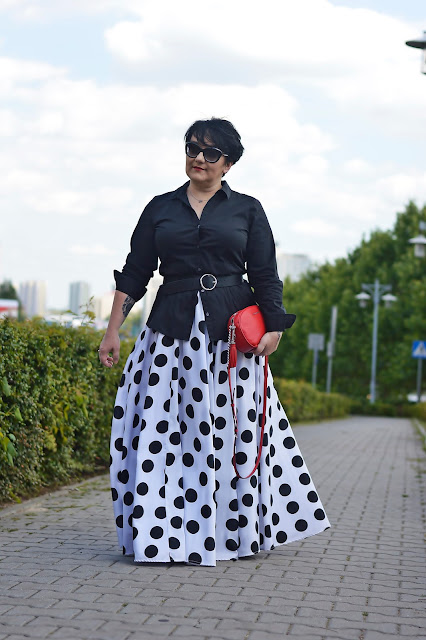 Maxi i duże grochy  Maxi skirt and big dots