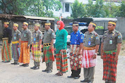 Personil Satpol PP - Damkar, Meriahkan HUT Sulsel  Pakai Assesories Budaya Masuk Kantor