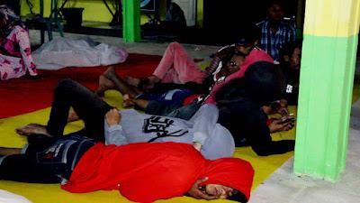 Antri Layanan e-KTP, Puluhan Warga di Jombang Pilih Nginap di Kantor Kecamatan