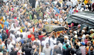 Msafara wa Mzee Majuto Wasimamishwa vijiji 14 Ili Mashabiki Wake Kutoa Hshima ya Mwisho
