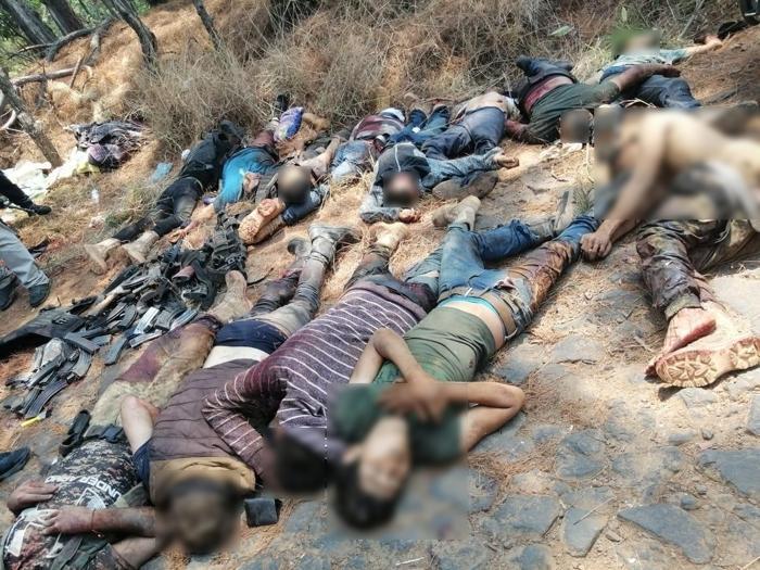 Fotos; Fueron 23 Sicarios muertos en pelotera de Michoacan, 16 Viagras y 7 del CJNG, reportan hay otros 12 Viagras escondidos y heridos