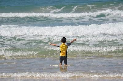 poika, aallokko, meri, tunteet, seksuaalisuus, minä, itsetunto