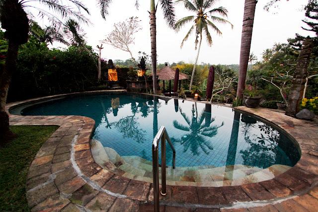 Piscina del hotel Bunga Permai (Bali)