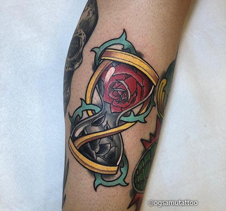 Tatuaje de Reloj de Arena sencillo