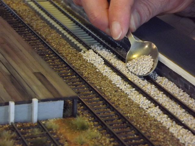 Philden Model Railway Using Different Ballast Colours