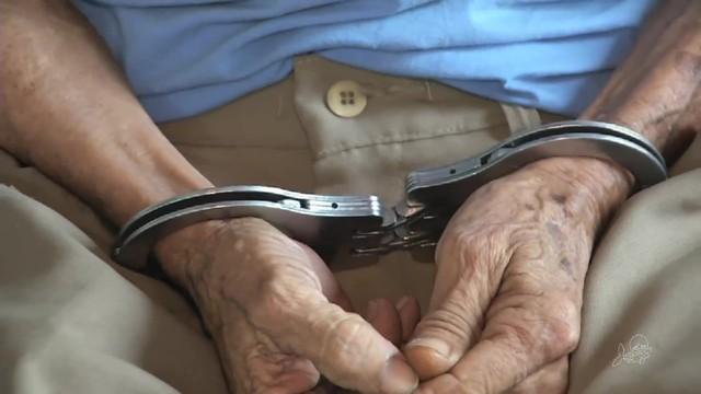 Policiais civis prendem idoso após sua neta filmá-lo para provar que ele a estuprava