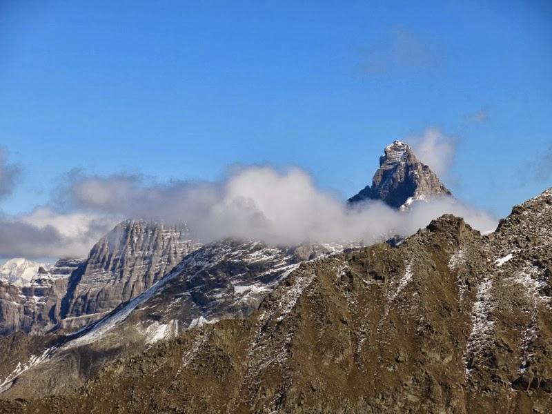 Die umwölkten Gipfel von Gschnitzer und Pflerscher Tribulaun