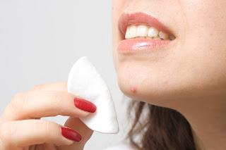 Cara Tips Menghilangkan Jerawat Dengan Makeup