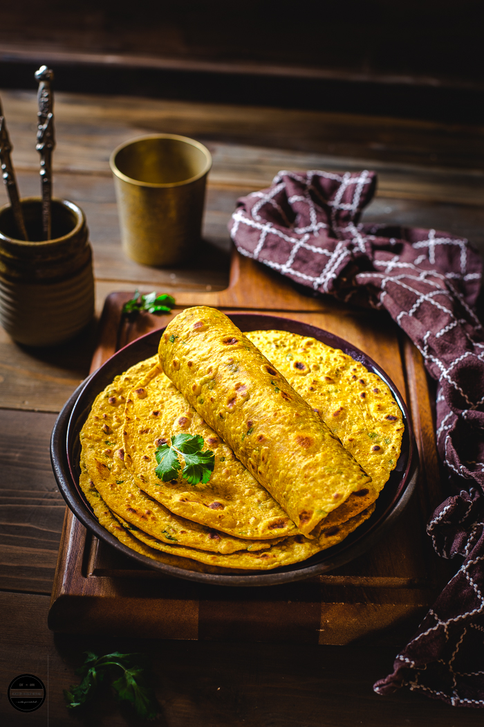 Besan Masala Roti is a staple dish from Haryana and is prepared with chickpea flour and basic spices.