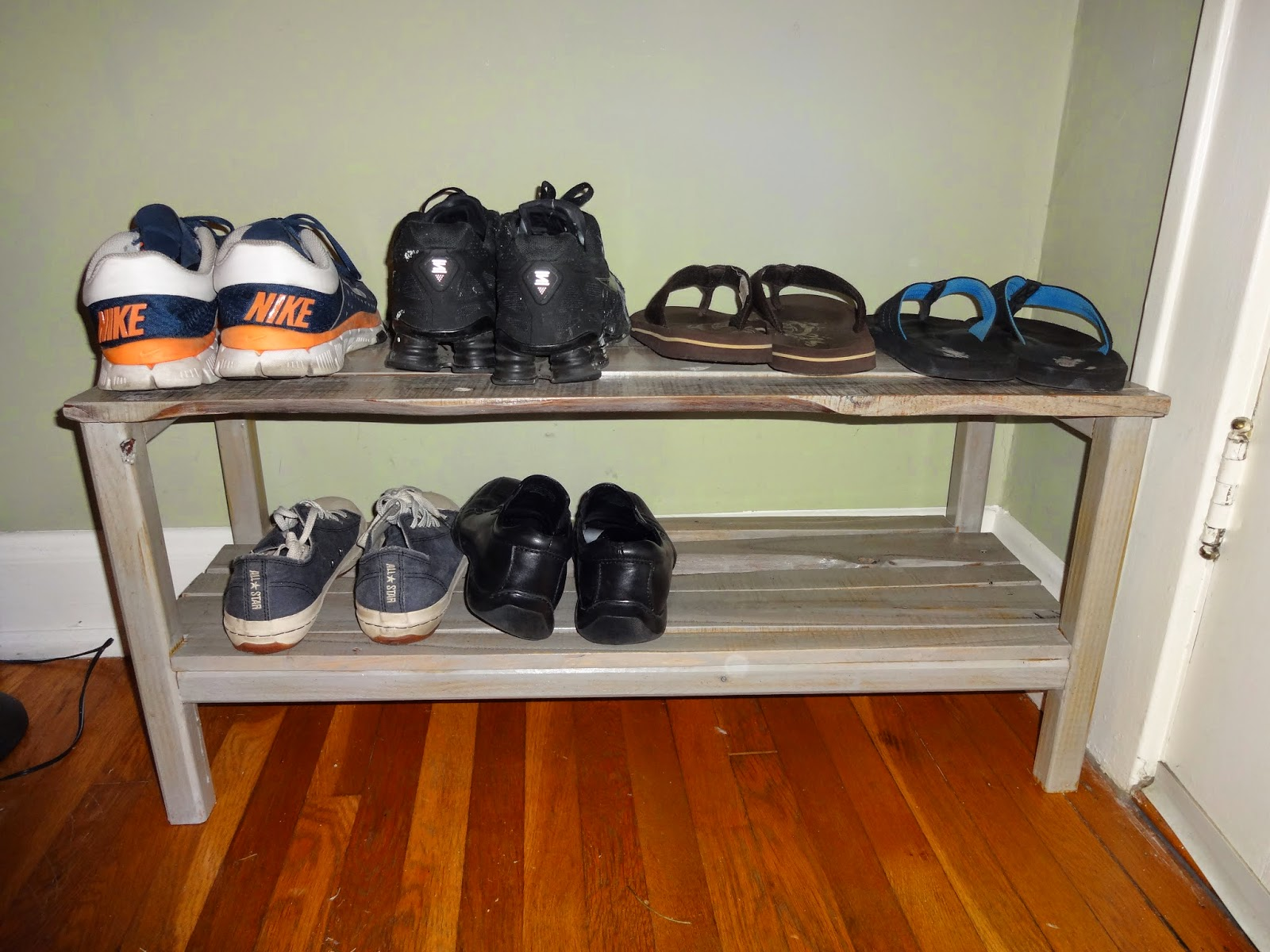 pallet shoe rack diy. Black Bedroom Furniture Sets. Home Design Ideas