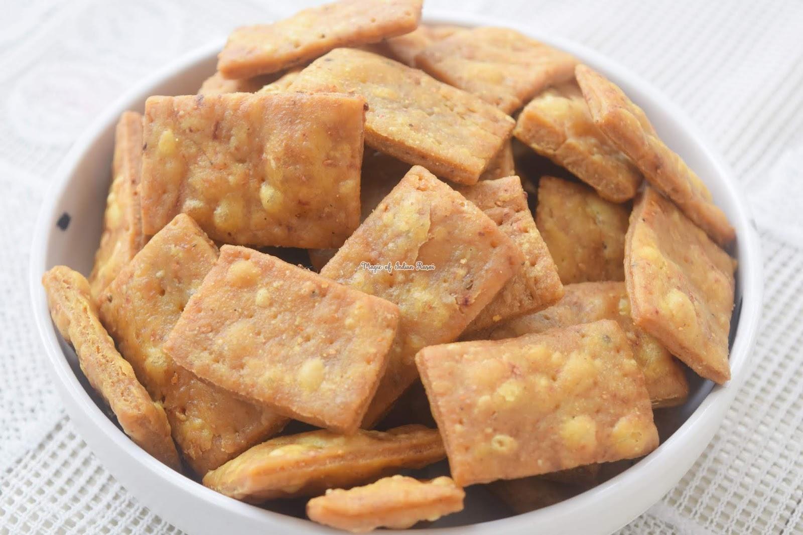 Farsi Masala Puri - Khasta Spicy Mathri Recipe - फरसी मसाला पूरी रेसिपी - Priya R - Magic of Indian Rasoi