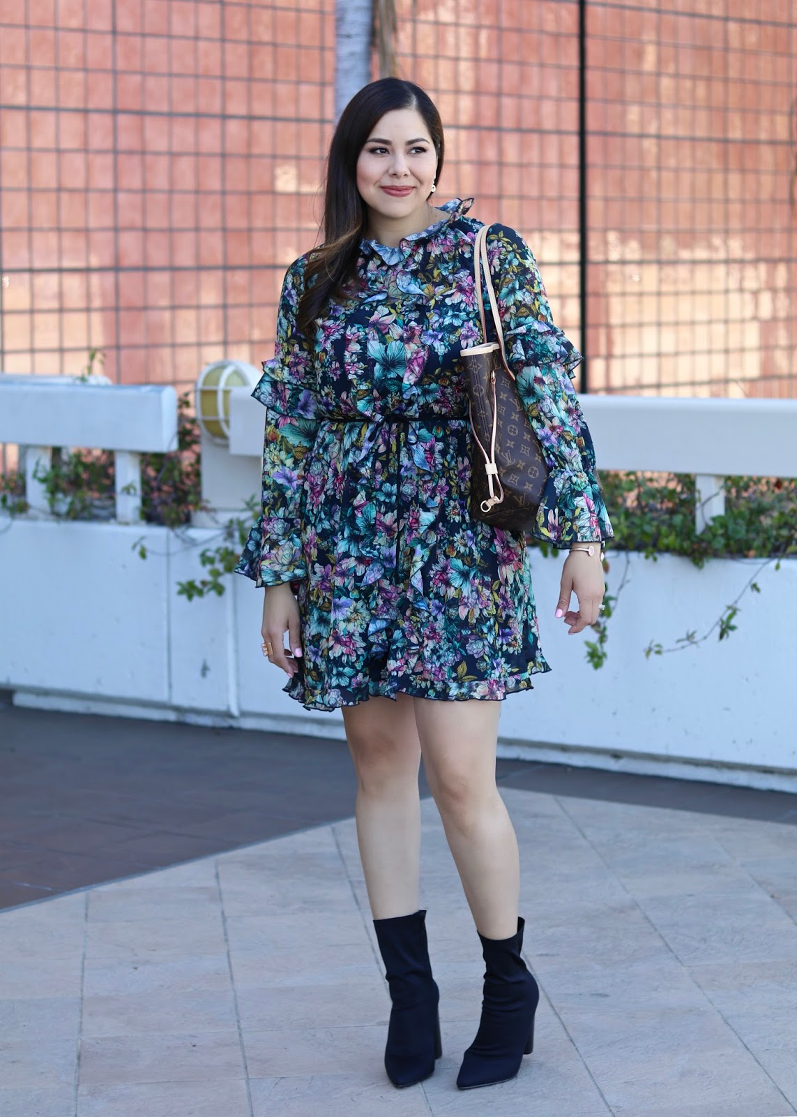 what to wear in San Diego, mac mama starr lipstick, how to wear a ruffled dress