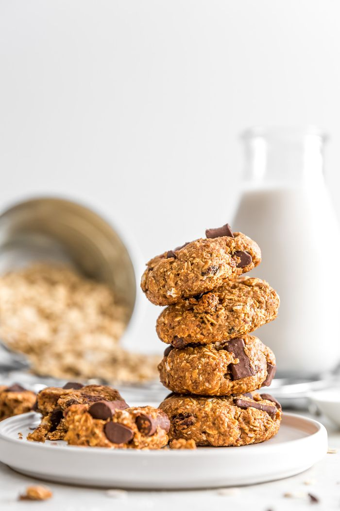 Old Fashioned Oatmeal Raisin Cookies. Need more recipes? Find 21 Easy and Healthy Vegan Oat Recipes To Make Best Weight Loss Breakfast Ever! vegan breakfast oatmeal | easy oatmeal recipes | oatmeal recipes overnight | oatmeal weightloss | oatmeal recipes healthy easy #oats #oat #veganmeal #vegan
