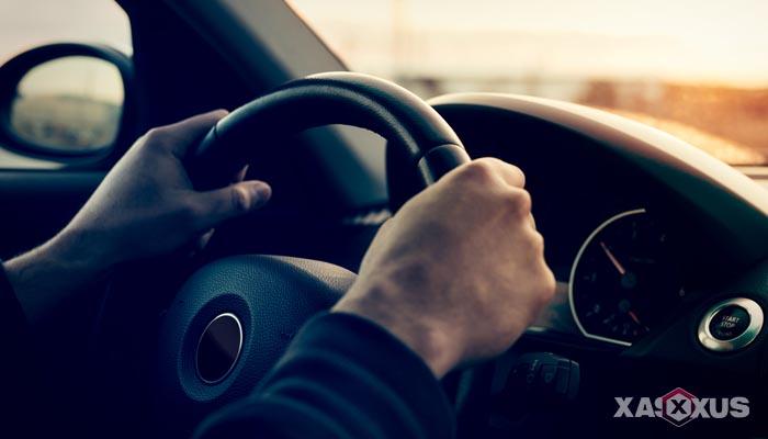 12 Arti Mimpi Naik Mobil Menurut Islam dan Primbon Jawa