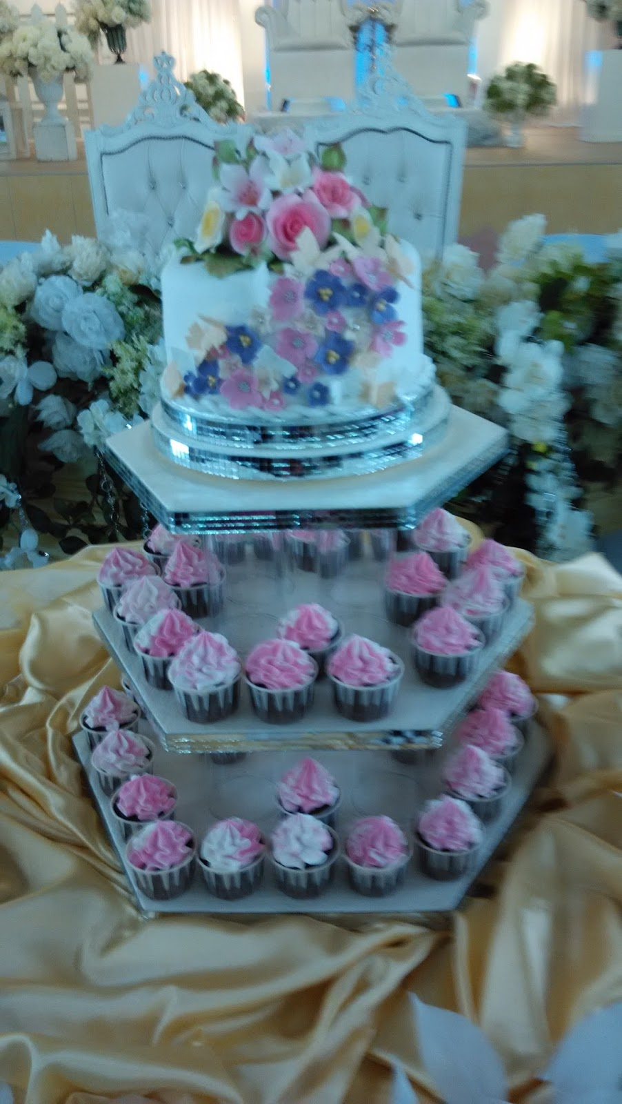 pink purple and blue wedding cake jujucupcakes pink and purple wedding cake 18582